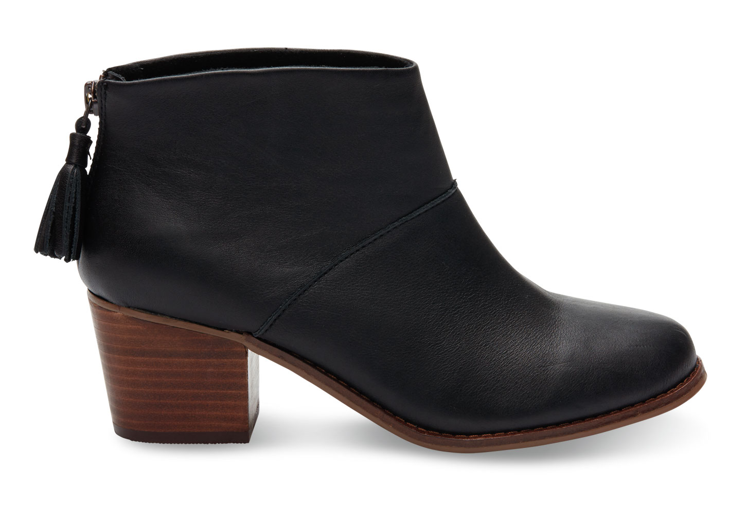 Maintaining Elegance by Sporting the Evergreen black boots for women