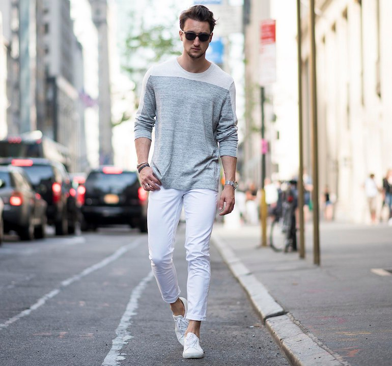 mens white jeans mens-white-jeans-grey-jumper-white-shoes-outfit- wvrgasu