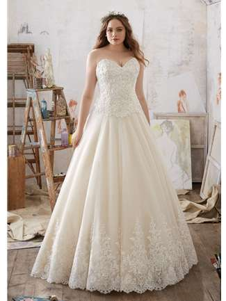 Plus Size Wedding dress: Pick the best one today - thefashiontamer.com