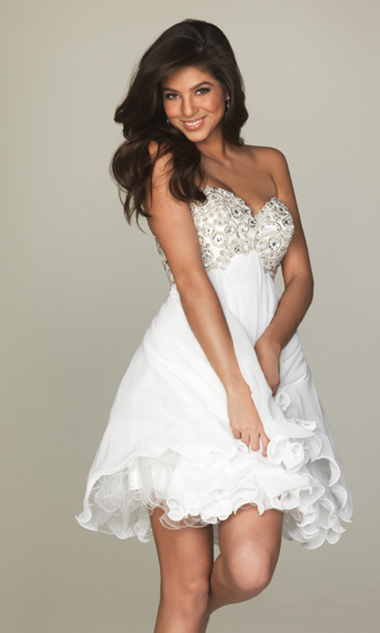 Getting the right white party dresses