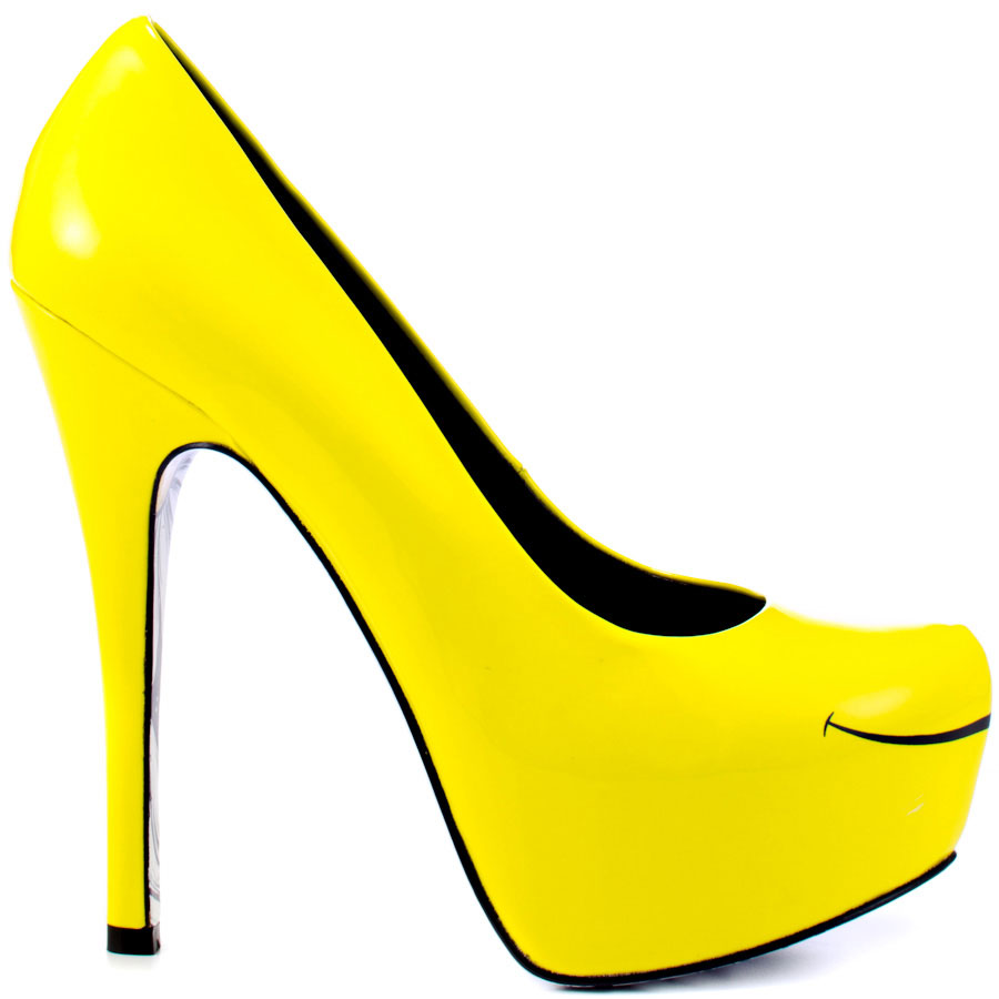 Fashionable and stylish look with yellow shoes