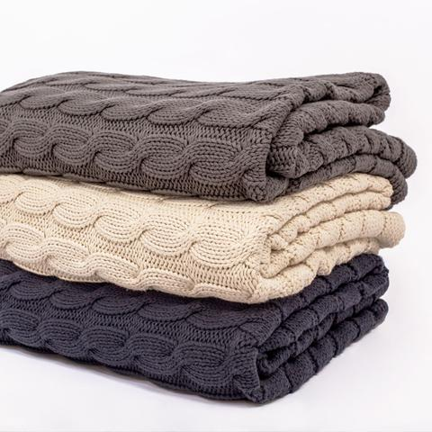bedroom inspiration and bedding decor | the navy large cable knit throw | oosnlse
