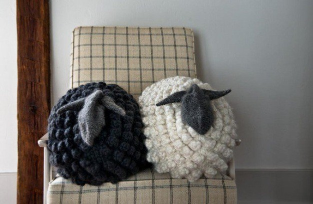 bobble sheep pillow | easy knitting projects you can diy in this cold pvgnqck