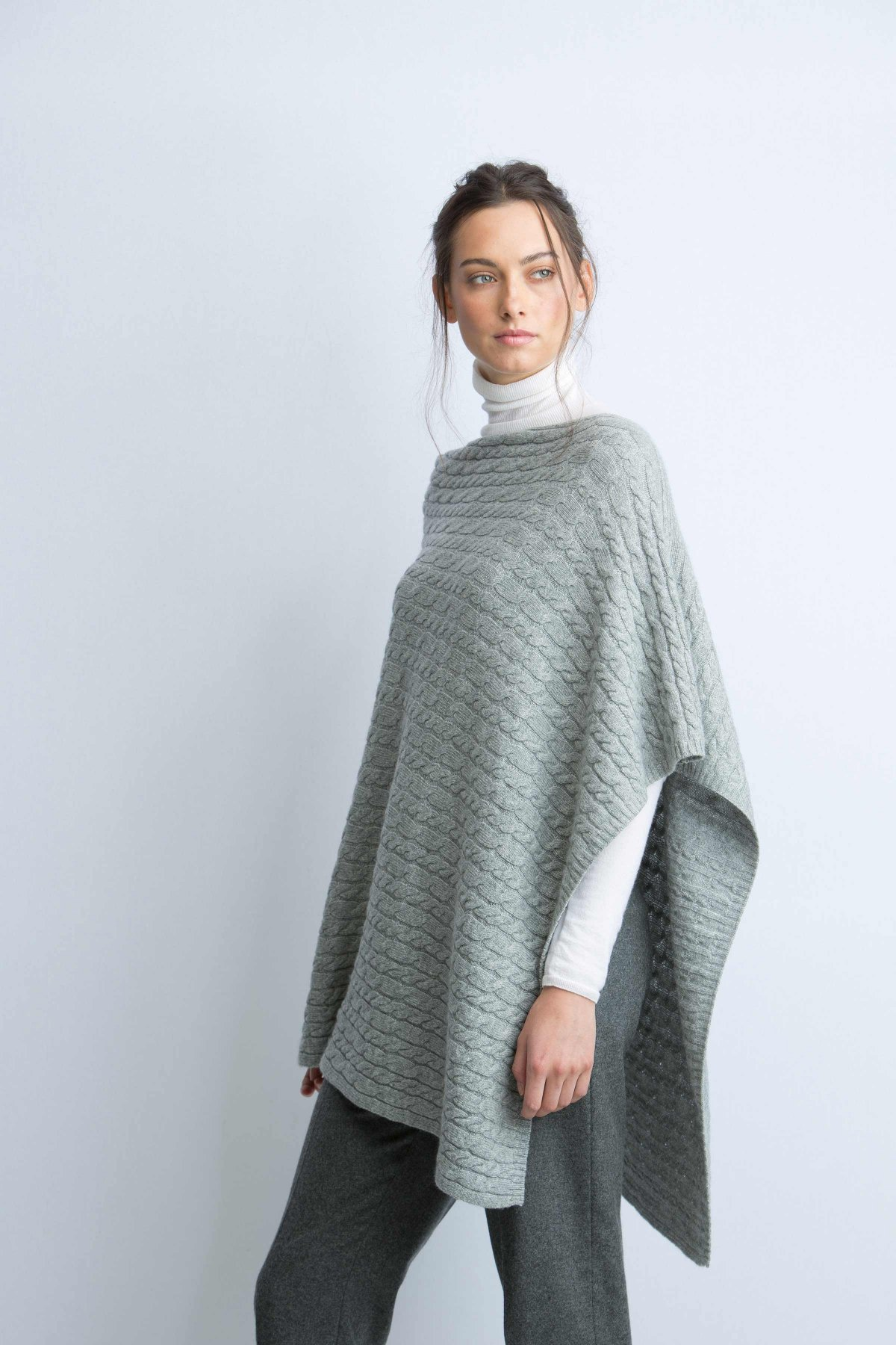 cashmere cable light grey knitted poncho in lightgrey bgryapt
