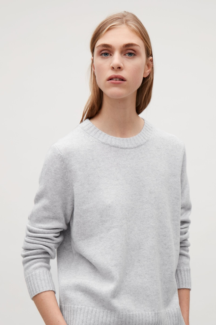 cashmere jumpers cos image 2 of round-neck cashmere jumper in light grey eurseqa