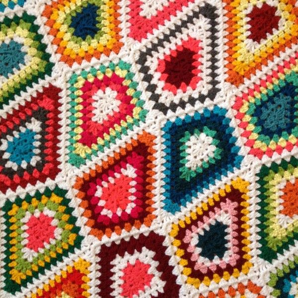 Crochet art stylish-artistic-crochet-patterns-diamond-granny-interview-with- hnhuxvw