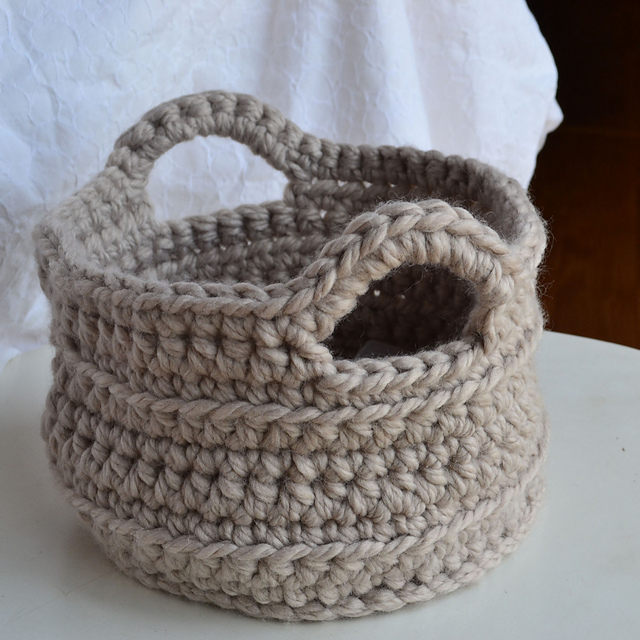 crochet basket pattern finish off with the no knot finishing method. you can find a photo ganzwhb