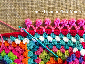 Crochet borders pom pom edge :: free #crochet edging patterns! kdjouuz
