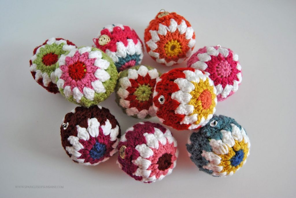crochet christmas ornaments have fun decorating for the holidays with color. these crocheted christmas  ball dcrycjz