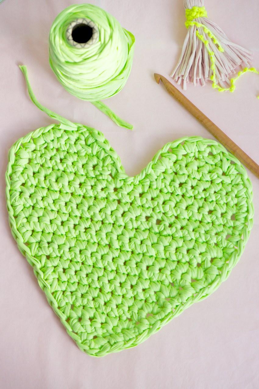 Crochet Heart Pattern 22.http://www.lebenslustiger.com/serendipity/archives/279-i-heart-valentine- crochet.html dzyujqe