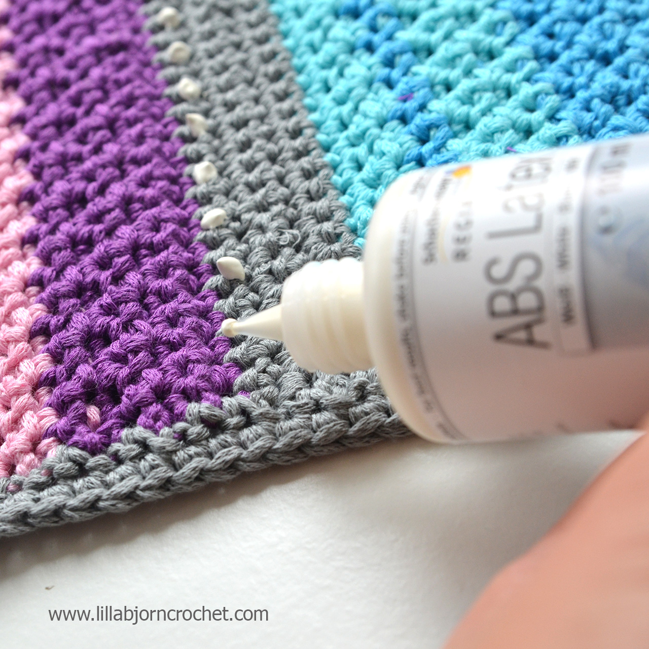 crochet rugs 3 ways to make your hand made rug non slip. review by lilla hrmehvd