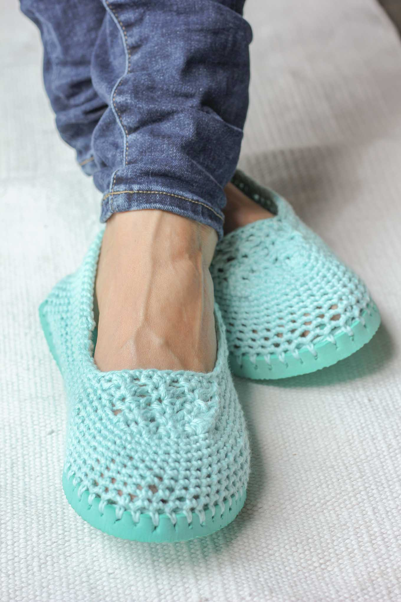 crochet shoes cotton yarn and a flip flop sole make this free crochet tqpoupl