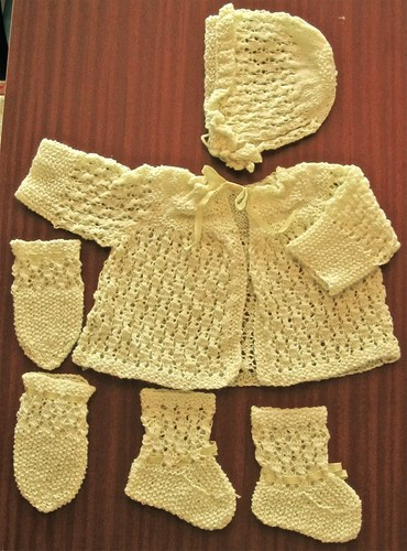 hand knitted baby clothes: yellow matinee coat, hat, mitts u0026 bootees dtjednu