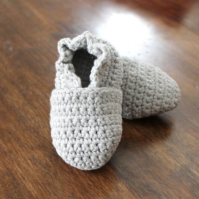 how to crochet baby booties original stay on robeez style crochet baby booties pattern by angela yxjkbva ujbdjmy