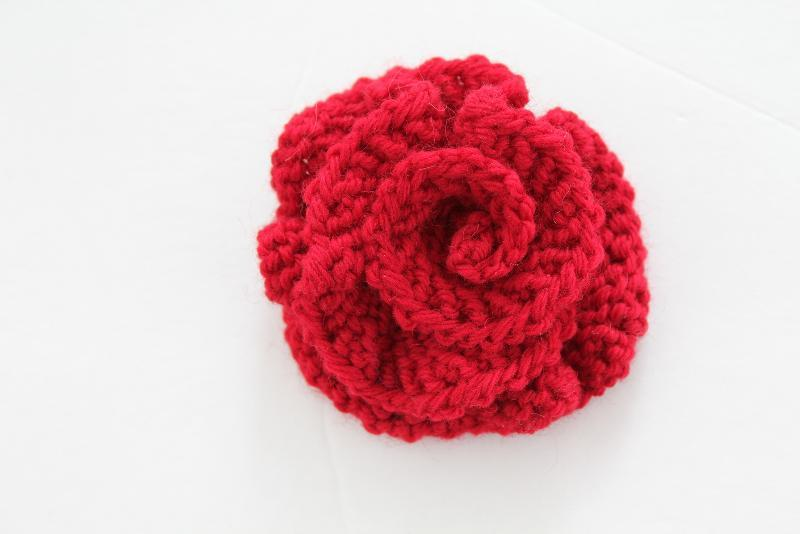 knitted flowers you have to see easy knitted flower on craftsy! vanqixt