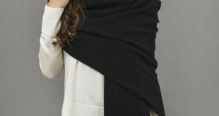 knitted pure cashmere wrap in black | italy in cashmere usa omlmerm