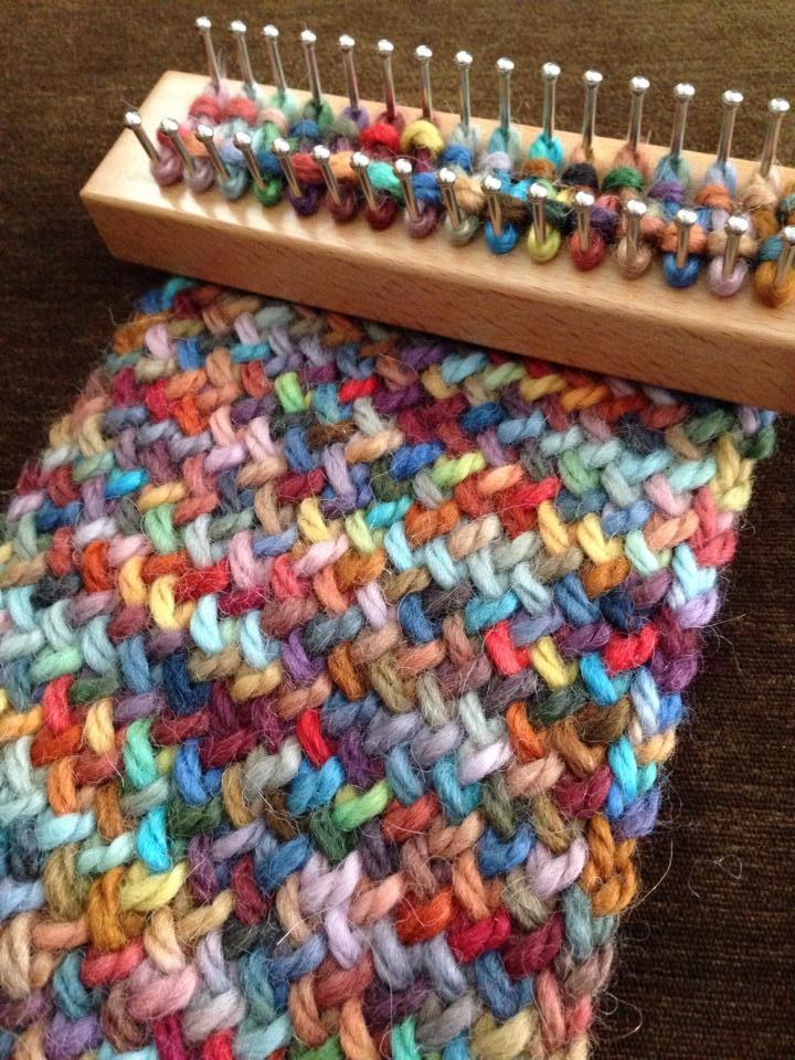 loom knitting 16270884270_59607b707a_b mfcwrev