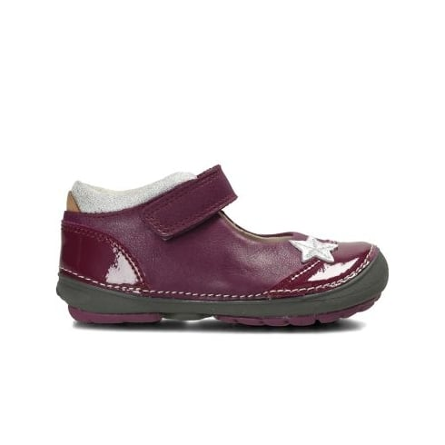 Stylish and trendiest Gina shoes for girls