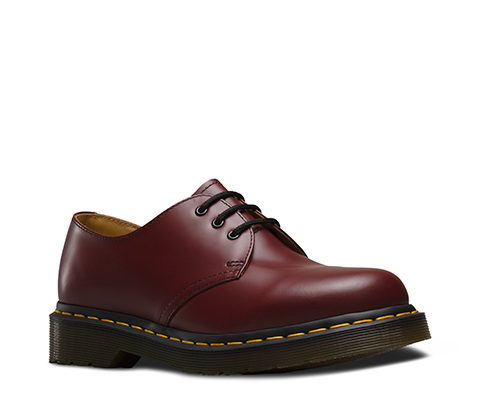 Add new fashion style to your   personality with DR martens shoes