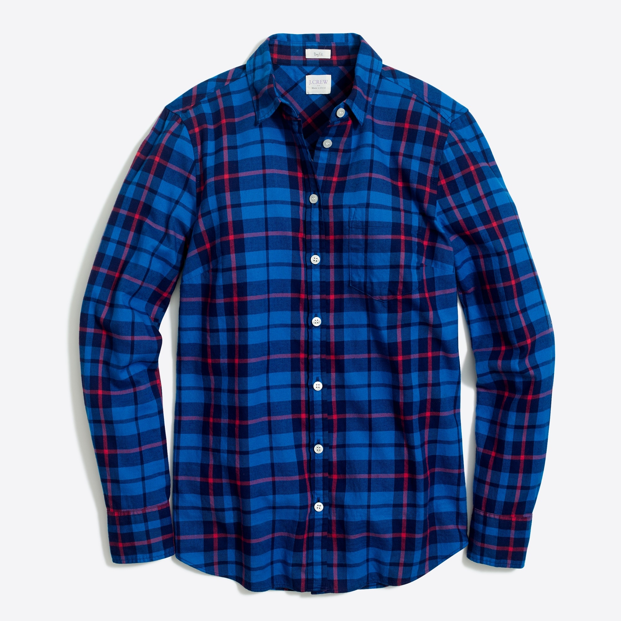 Wear the flannel shirt with   different styles to look trendy