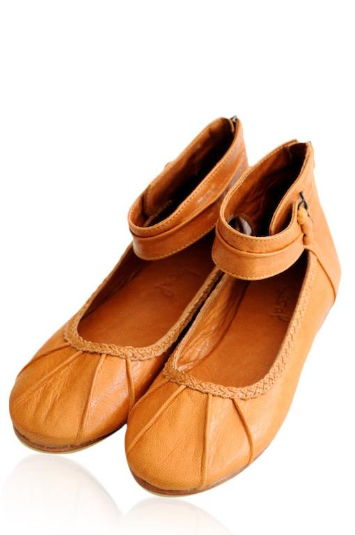 Womens leather flat shoes. Handmade from high qality leather. ELF