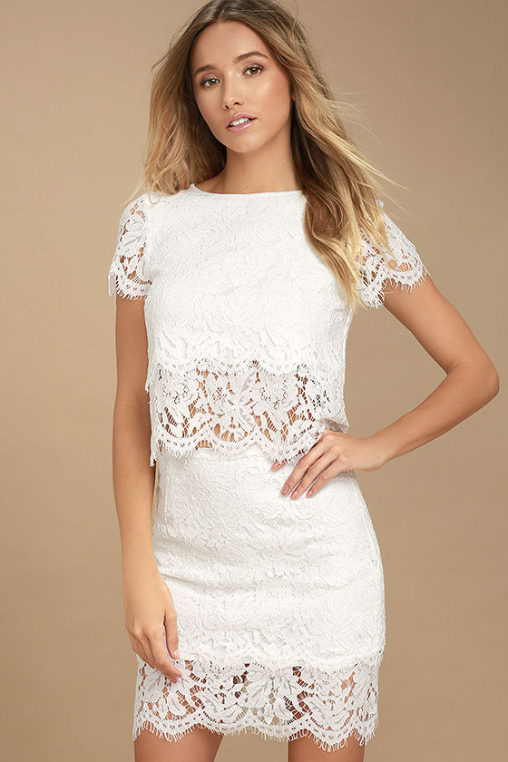 Choose perfect white lace   skirt to look trendy