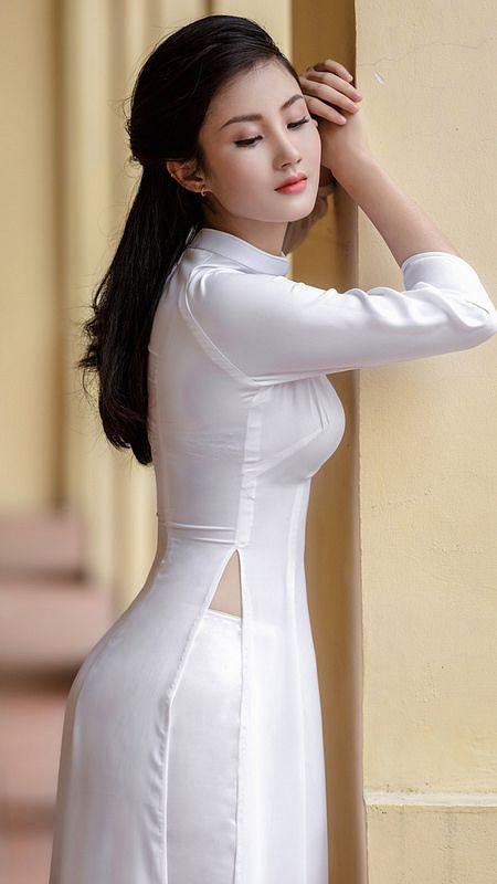 Vietnamese long dress (Ao dai) | Vietnamese long dress, Girls long .