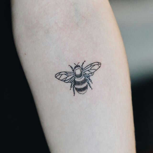 Bee tattoo More | Tattoos, Small tattoos simple, Pretty tatto