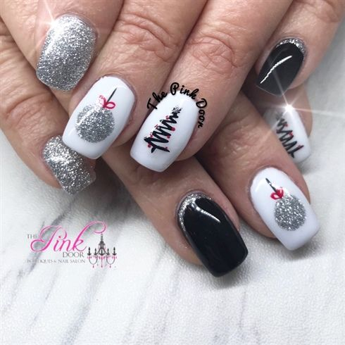 25 Chic Christmas Nail Art Design Ideas #Christmas #Nailart .