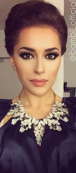 Elegant/ classy makeup. This you could really rock TESS! These .