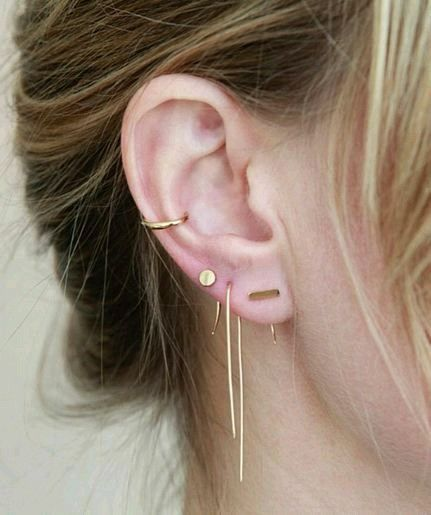 Multiple ear piercing. Keeping it classy and edgy | Piercing .