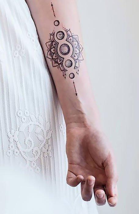 18 Beautiful Henna Tattoos for Women in 2020 - The Trend Spott