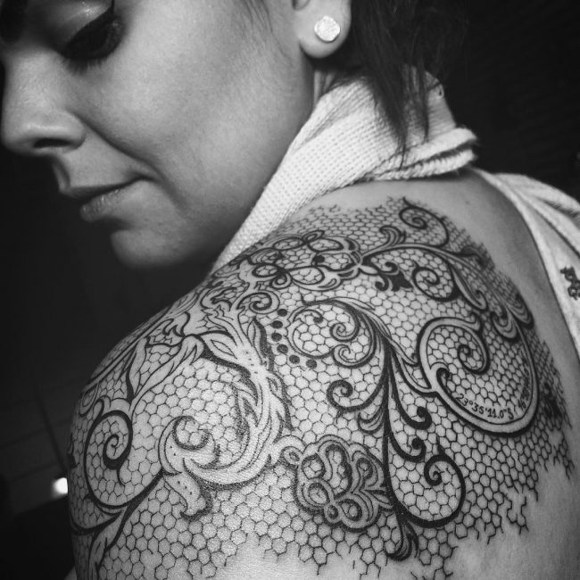 95+ Cute Lace Tattoo Designs – You Have Never Been So Pretty Befo