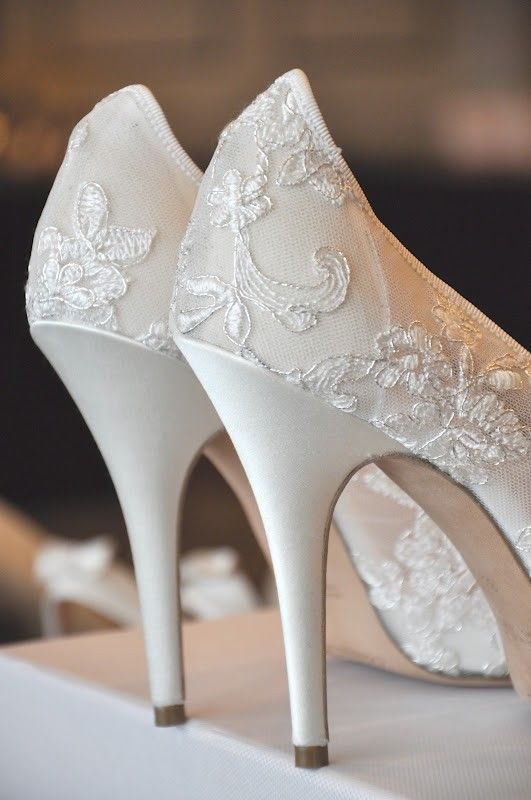 50 Romantic Wedding Venues in the U.S. | Wedding shoes lace .