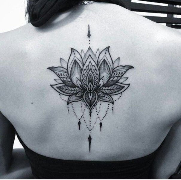 women lotus tattoo on back | Tattoos, Flower tattoo designs, Lotus .