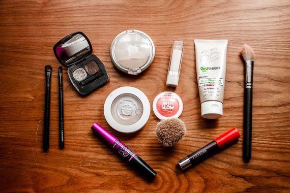 The Minimalist Traveler's Makeup Bag | Makeup forever hd .