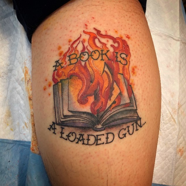 36 Perfect Book Tattoos Every Book Lover Can Resonate With | Book .