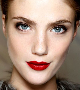 15 Perfectly Timeless Red Lipstick Looks | StyleCast