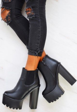 CHUNKY PLATFORM HEELED ANKLE BOOTS - BLACK | Platform boots outfit .