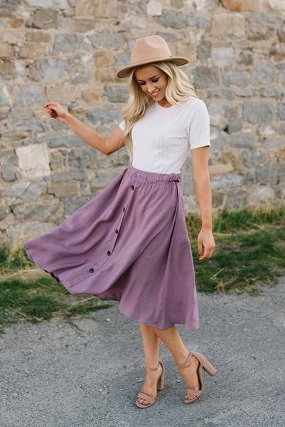 Mauve Flowy Button Down Midi Skirt | Flowy skirt outfit, Midi .