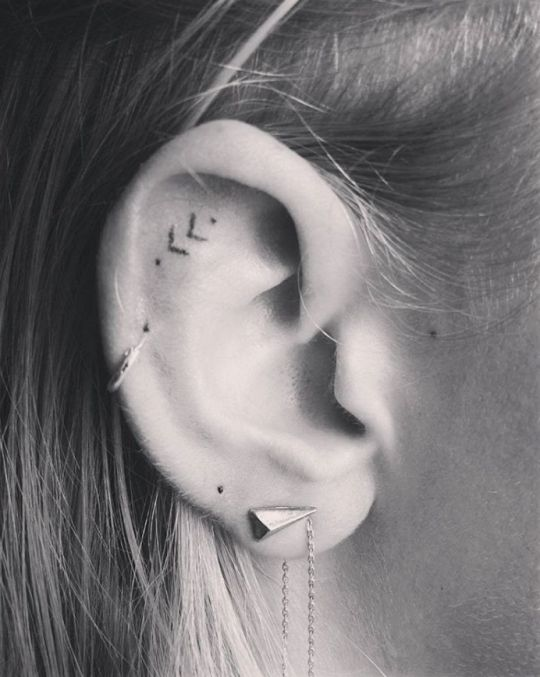 16 Tiny Ear Tattoos That Are Perfect For Minimalis