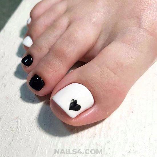 25+ Cute Toe Nail Designs to Copy / #cute #toe #black #white .