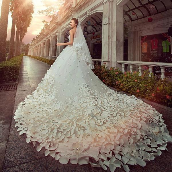 China Unique Wedding Dress Specially Ordered for Personal .