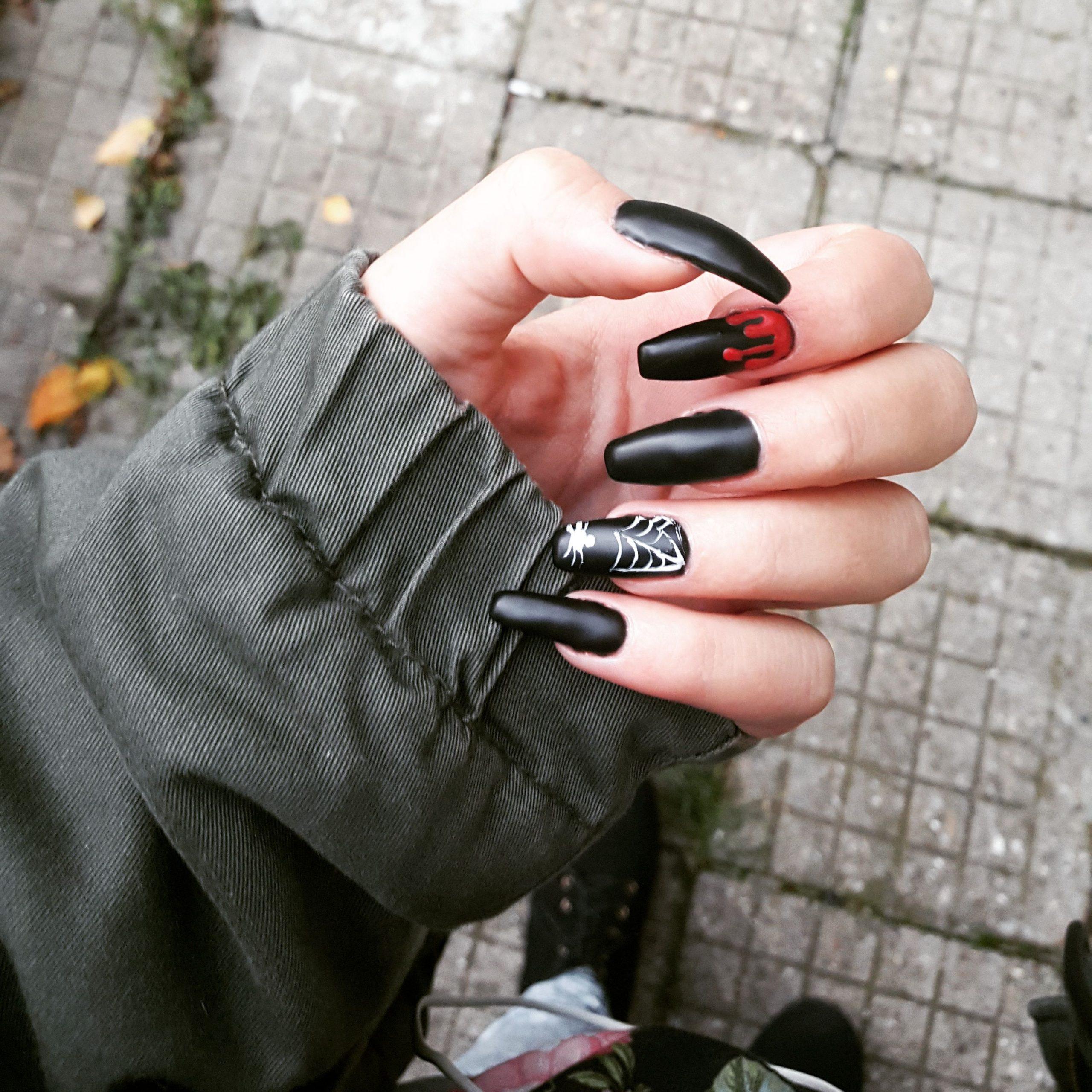 Stunning Black Nail Art Designs