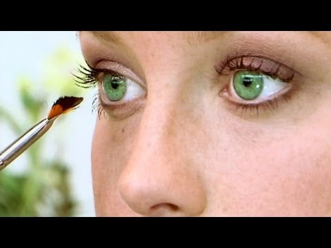 Ways to Apply Makeup for Green Eyes